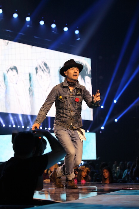Gord Downie performs at WE Day Family 2016