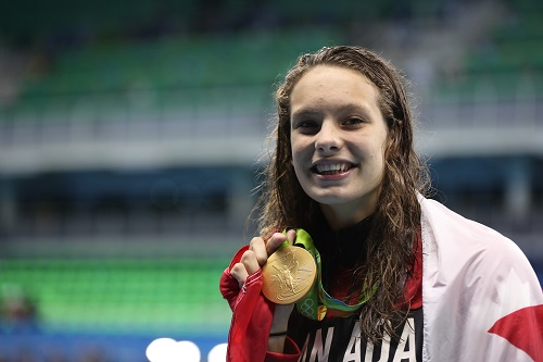 Penny Oleksiak with gold medal