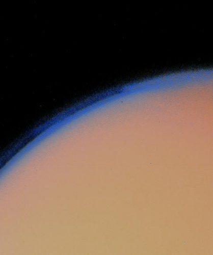 Titan's_thick_haze_layer-picture_from_voyager1