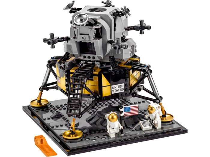 LEGO Lunar Lander puts you on the Moon!