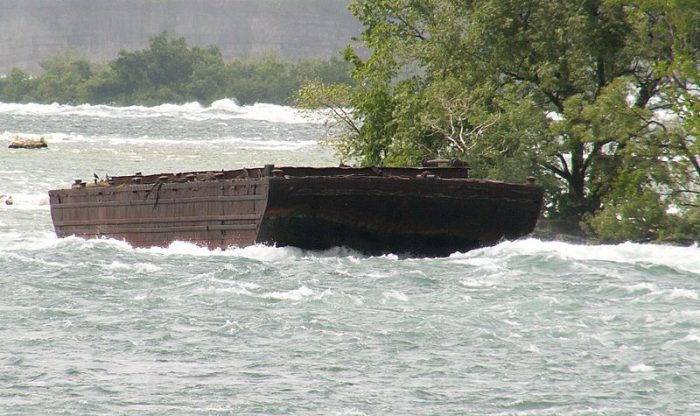 101-year-old barge is loose over Niagara Falls