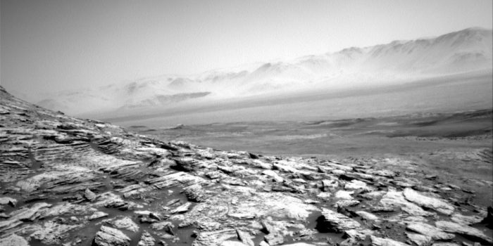 Curiosity delivers haunting photo of Mars