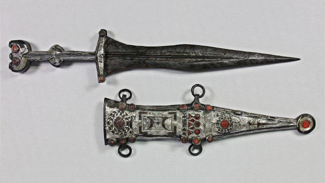 Teenager finds 2,000 year-old Roman dagger