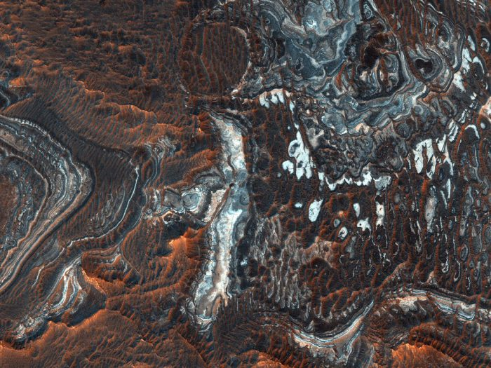 See Martian canyons in this incredible photo