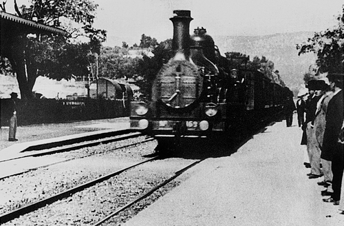 Check out this 1895 film of a train in 4K!