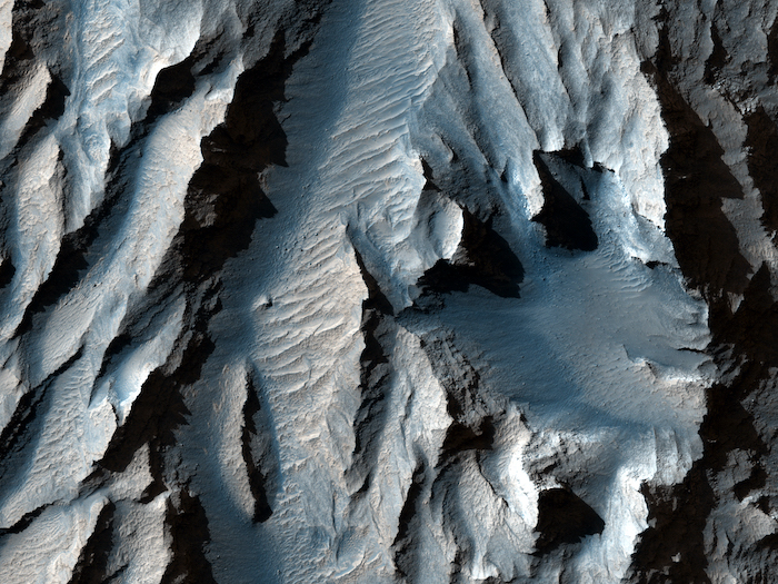 valles marineris largest canyon