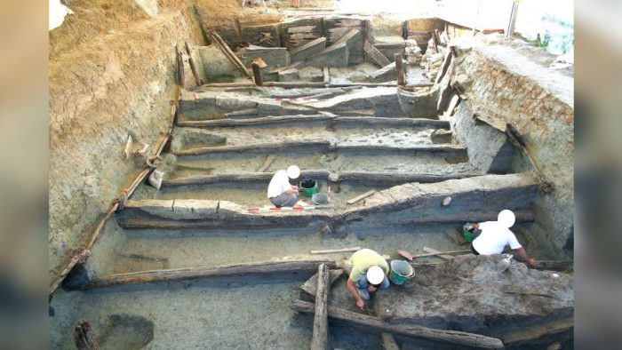 Bronze Age 'infinity pool' found in Italy